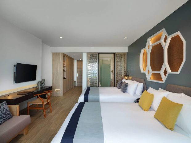 deluxe-sea-view-family-room-double-bed